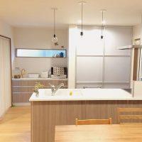 キッチンの目隠しアイデア特集!おすすめアイテムや簡単DIYで丸見えを回避!