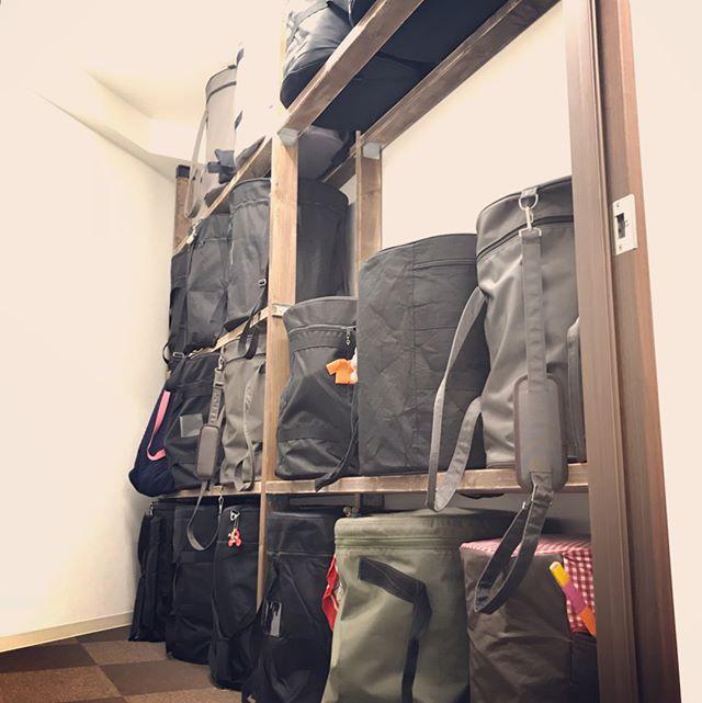 スタジオの特殊道具が片付く簡単DIY収納棚