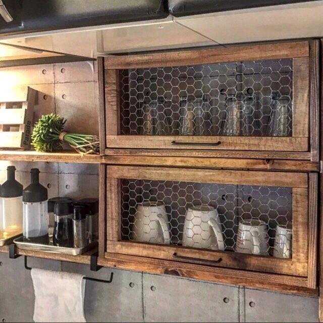 扉のある簡単DIY食器棚のキッチン収納