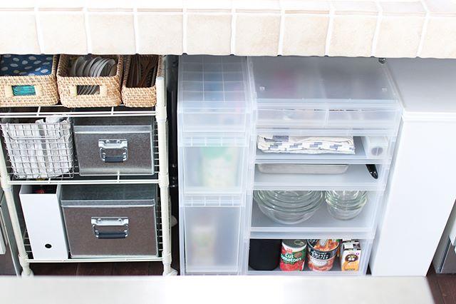 キッチン下収納に衣装ケースを使う
