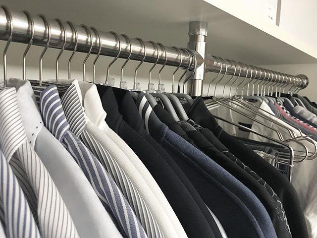 ワイシャツのハンガーを揃える収納アイデア