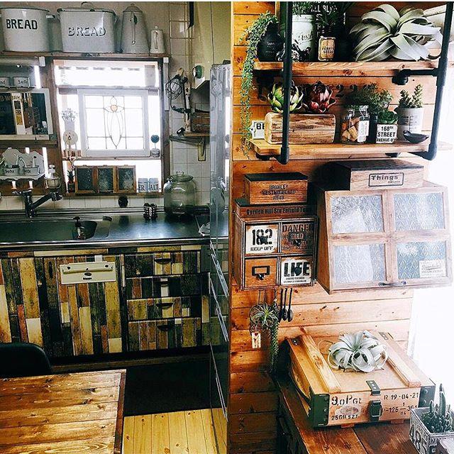 大型家具が壁に!そんな時は簡単DIY収納棚