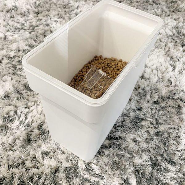米びつにペットフードを収納