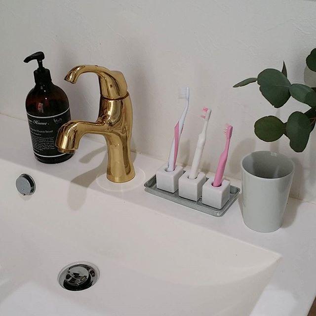 洗面台上がすっきりする歯ブラシ収納4