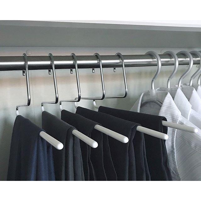ワイシャツとズボンを並べる収納アイデア