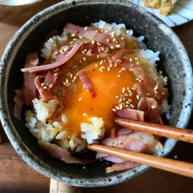 美味しいレシピ。ベーコンオイル醤油卵かけご飯