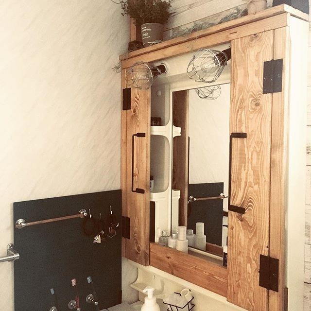 ミラー付収納をリメイクした簡単DIY収納棚