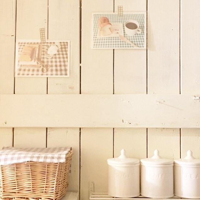 木材などの素材に貼る飾り方