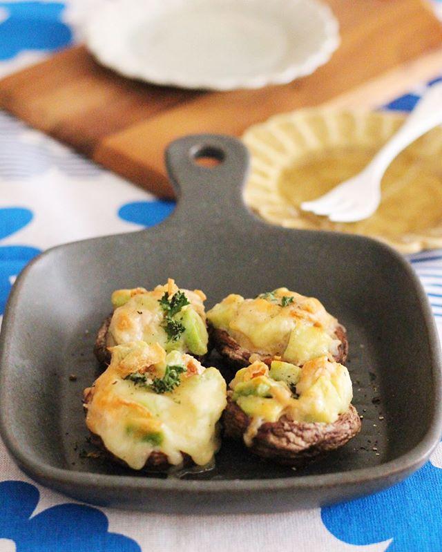 絶品。アボカドチーズの椎茸カップ焼き