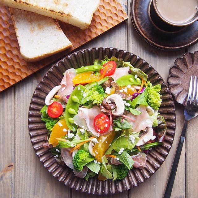 簡単レシピに。生ハムと無農薬野菜のサラダ
