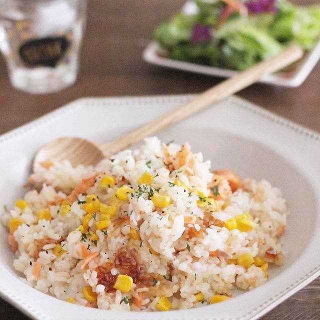 麻婆豆腐の献立に。鮭とコーンのピラフ
