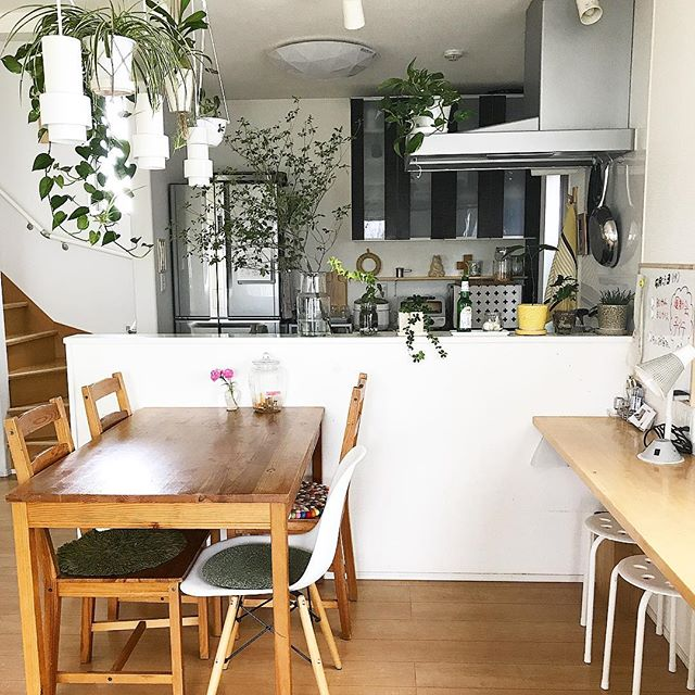 冷蔵庫の配置とキッチンに立つ人数