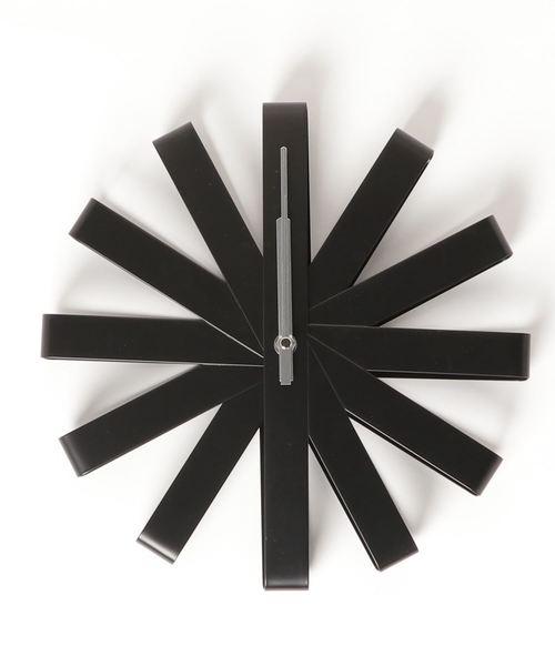 華やかデザインの壁掛け時計