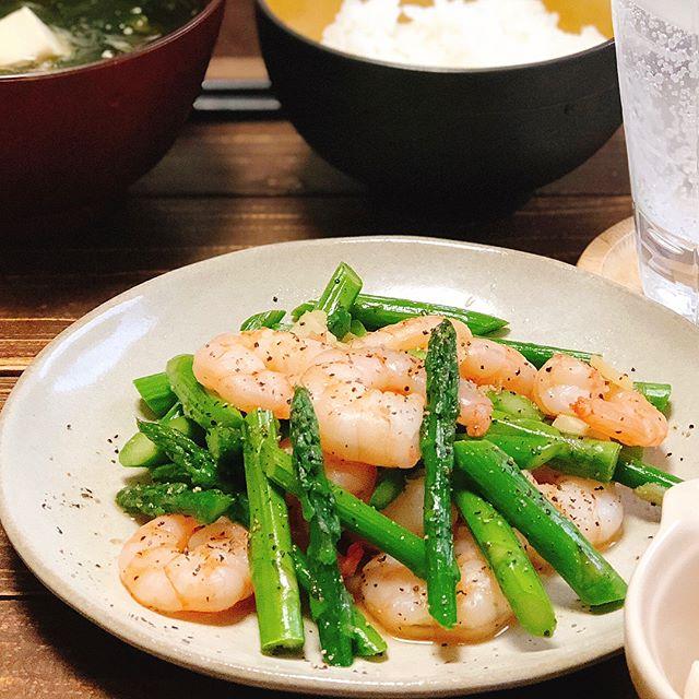 フライパンで簡単に。エビとアスパラの塩炒め