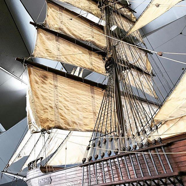 「船」がモチーフの絵