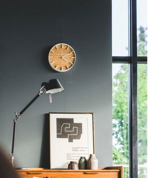 木目の文字盤がおしゃれな壁掛け時計