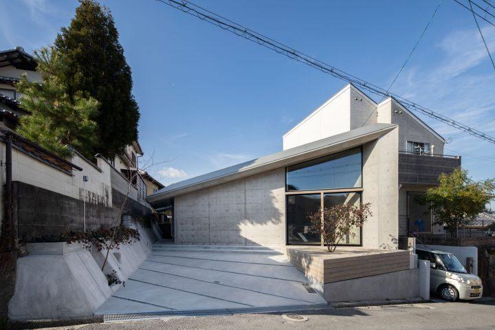 グレーの外壁×おしゃれなコンクリートの家