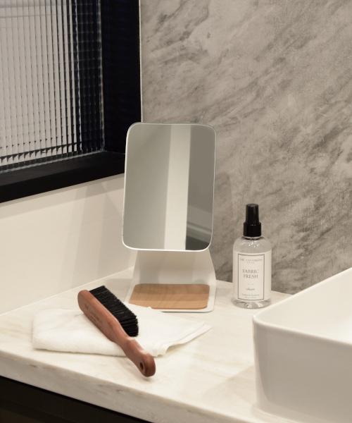 縦長で洗面所に設置しやすいミラー