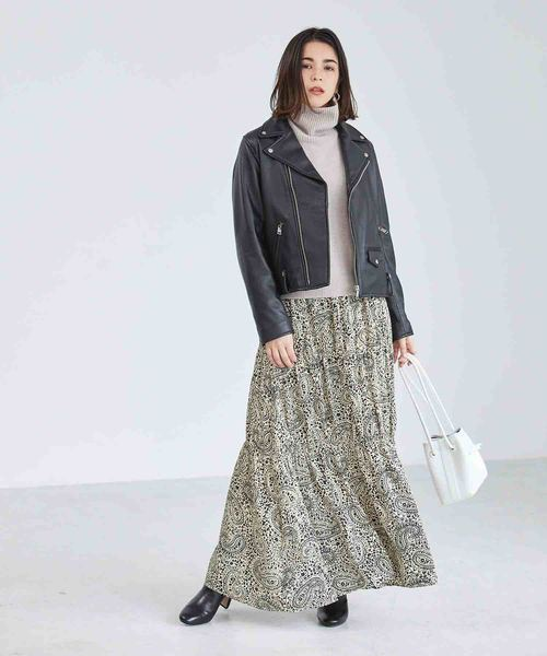 ライダースジャケット×ペイズリー柄スカート