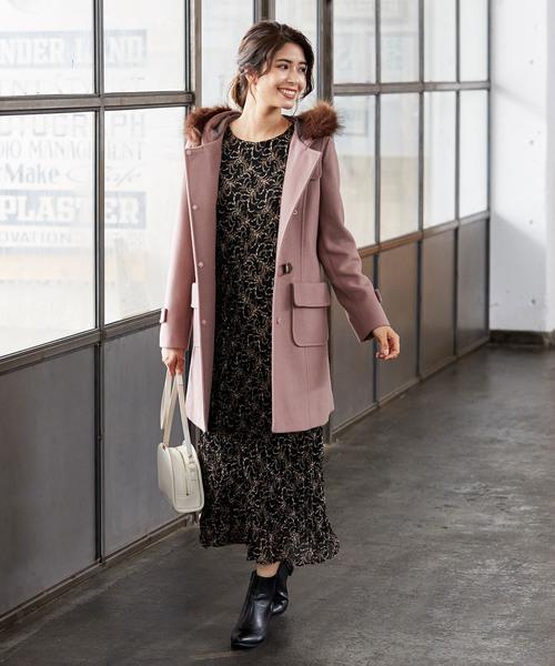 黒デザインワンピースの服装3