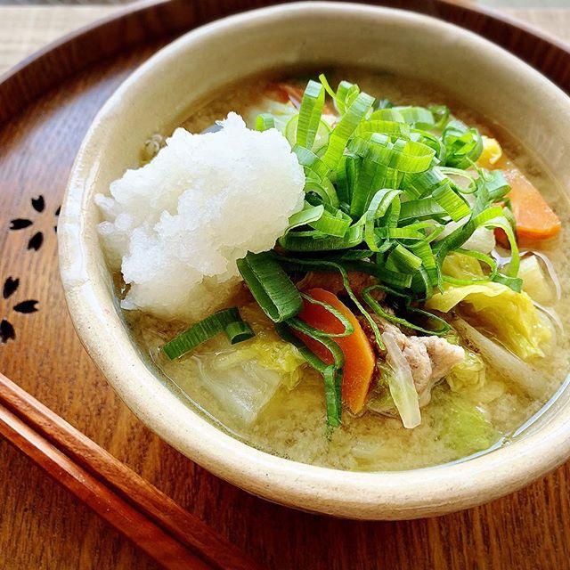夕飯におすすめ。生姜とニンニクたっぷりの豚汁