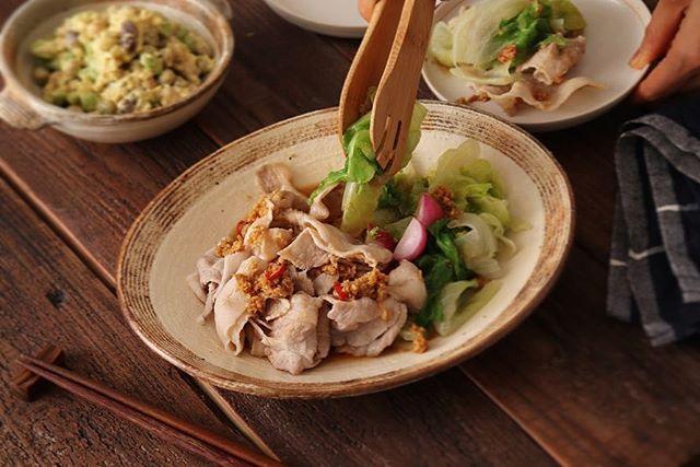 丸ごと1玉。レタスの豚しゃぶ温サラダ