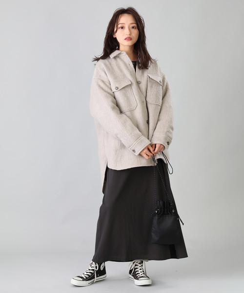 CPOジャケット×黒スカート