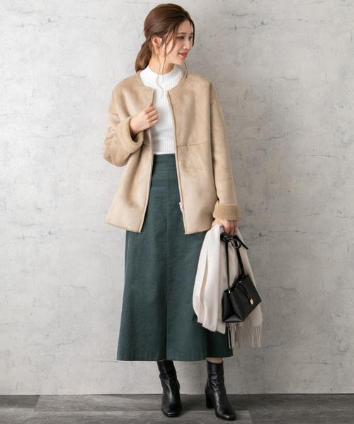 フェイクムートンコート×スカートの服装