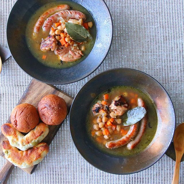 塩麹漬け鶏肉とソーセージ・ひよこ豆のスープ