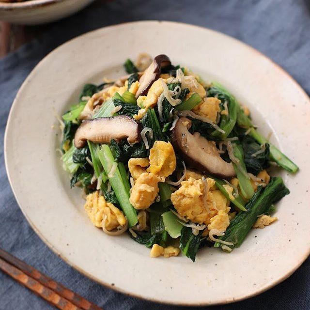 簡単な中華風料理。小松菜のじゃこたま炒め