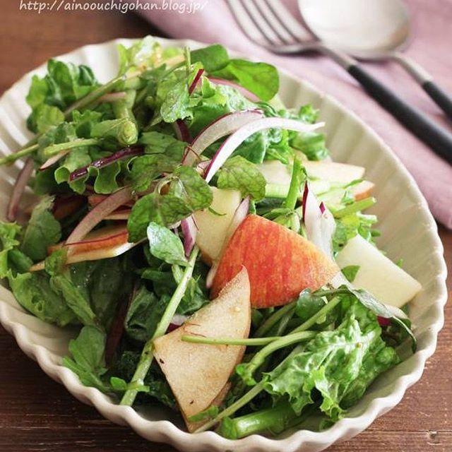 手作りレシピ。りんごとクレソンのサラダ
