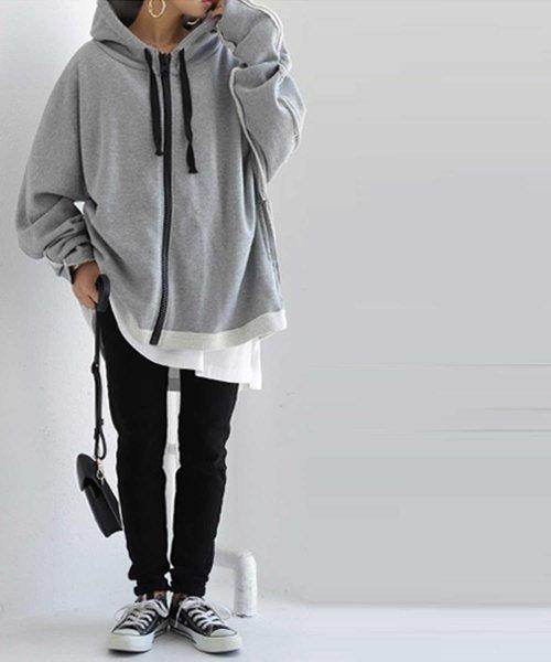 ビッグパーカー×黒パンツ