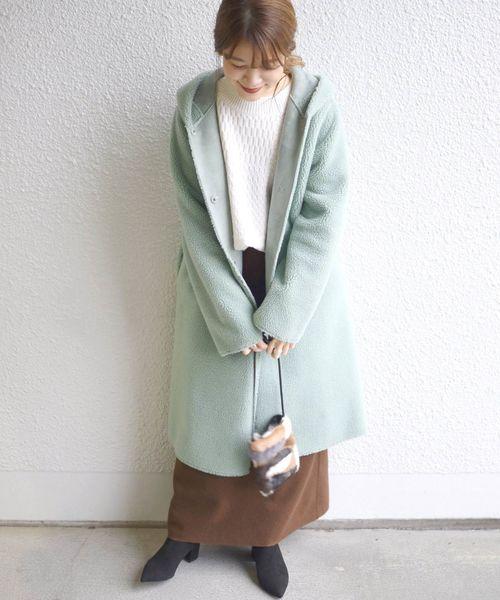 ペールカラーコート×ロングスカート