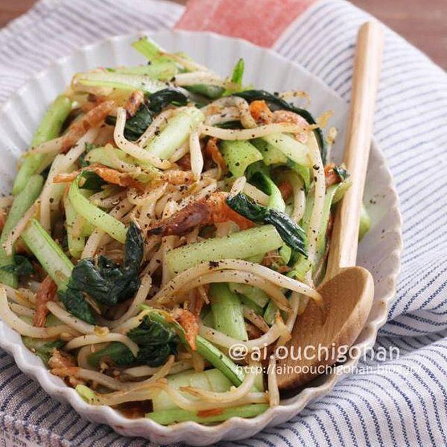 パパッと簡単。もやしと小松菜と桜エビの炒め物
