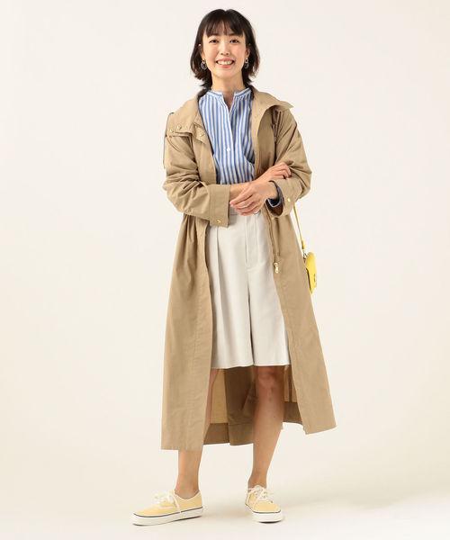 フードロングコートの服装