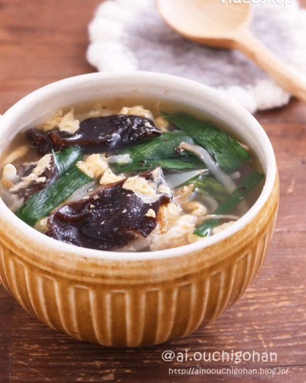 夕食のレシピ。もやしとニラの中華スープ