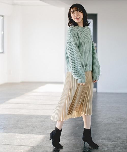 ワッフル編みニット×ミモレプリーツスカート