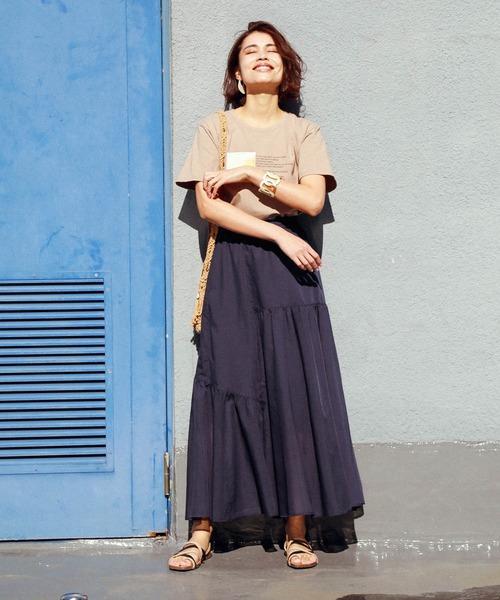 プリントTシャツ×リネンマキシスカート
