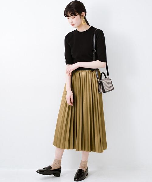 [haco!] コーデが一気に引き締まるフェイクレザー風プリーツスカート by laulea