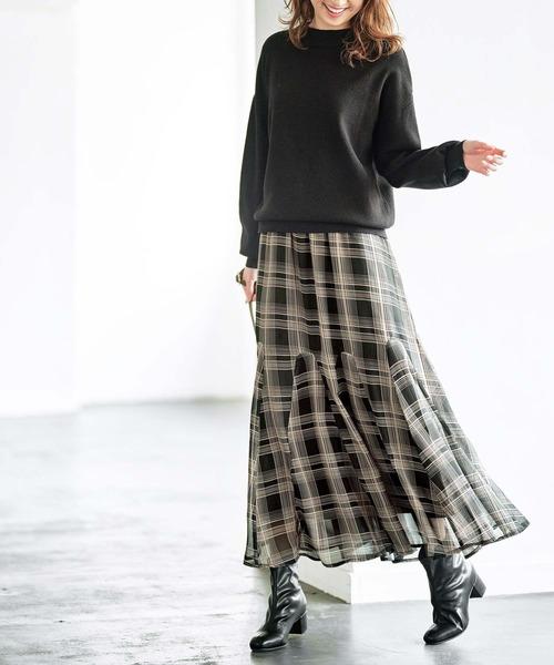 黒スウェットトップス×フレアスカート