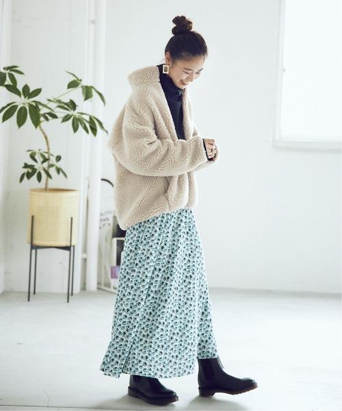 ボアブルゾン×柄スカート