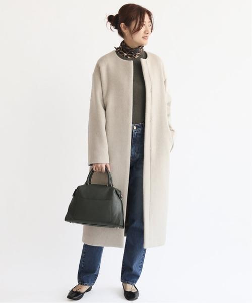 ラムウールコート×スカーフの服装