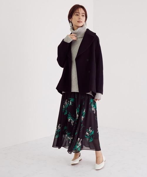 ウールビーバーコート×花柄スカートの服装