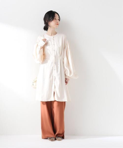 白ボリューム袖ブラウス×ワイドパンツコーデ