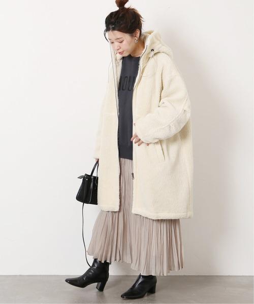 ボアロングコート×プリーツスカート