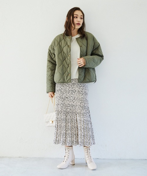 カーキブルゾン×スカート