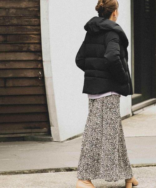 黒ショートダウンの服装