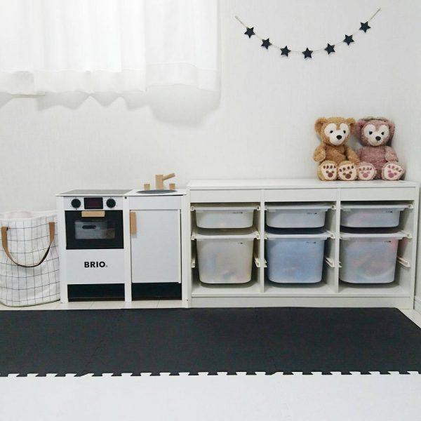 IKEAのトロファストに並べて収納