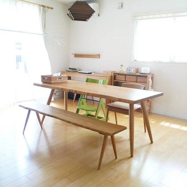 木製家具が落着きのあるインテリアを演出