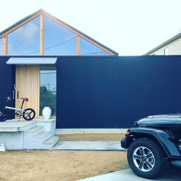 黒×木のおしゃれでかっこいい平屋住宅